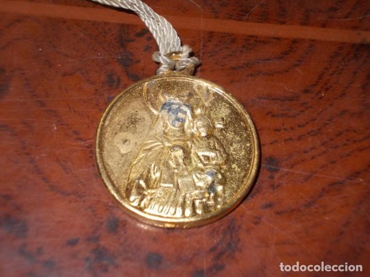 Antigüedades: Dos rosarios 40 y 48 cm. largo, medalla Virgen del Carmen 2,4 cm. diámetro - Foto 14 - 180232401