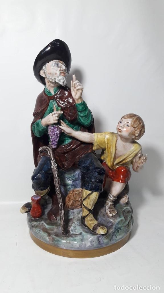 FIGURA LAZARILLO DE TORMES SUREDA MADE IN SPAIN PINTADA A MANO EN PORCELANA 18X31 (Antigüedades - Hogar y Decoración - Figuras Antiguas)