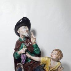 Antigüedades: FIGURA LAZARILLO DE TORMES SUREDA MADE IN SPAIN PINTADA A MANO EN PORCELANA 18X31. Lote 180236733