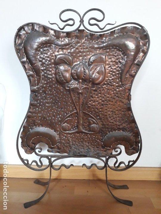 DECORATIVO SALVACHISPAS ART NOUVEAU DE COBRE Y HIERRO FORJADO 50X77CM APROX (Antigüedades - Hogar y Decoración - Otros)