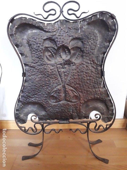 Antigüedades: Decorativo salvachispas art nouveau de cobre y hierro forjado 50x77cm aprox - Foto 6 - 180249661