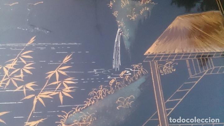 Antigüedades: 2 mesas nido chinas auxiliares orientales lacadas y decoración en relieve años 60 - Foto 6 - 180270337