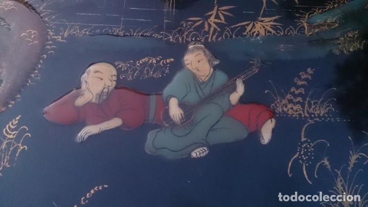 Antigüedades: 2 mesas nido chinas auxiliares orientales lacadas y decoración en relieve años 60 - Foto 7 - 180270337