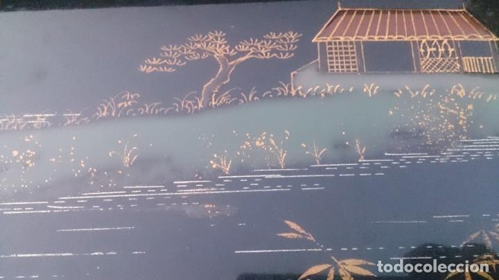 Antigüedades: 2 mesas nido chinas auxiliares orientales lacadas y decoración en relieve años 60 - Foto 8 - 180270337