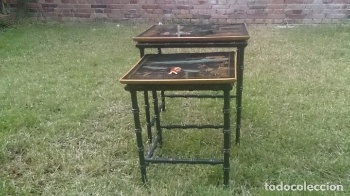 Antigüedades: 2 mesas nido chinas auxiliares orientales lacadas y decoración en relieve años 60 - Foto 9 - 180270337