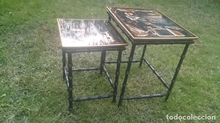 Antigüedades: 2 mesas nido chinas auxiliares orientales lacadas y decoración en relieve años 60 - Foto 10 - 180270337