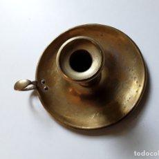 Antigüedades: PALMATORIA, PORTAVELAS, BRONCE. S. XIX. MEDIDAS: 13 CM DE DIÁMETRO DE LA BASE X 6 CM. 222 GRAMOS. Lote 180336466