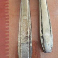 Antigüedades: CUCHILLOS DE PLATA DE LEY GRABADOS EN 1777.. Lote 180341548