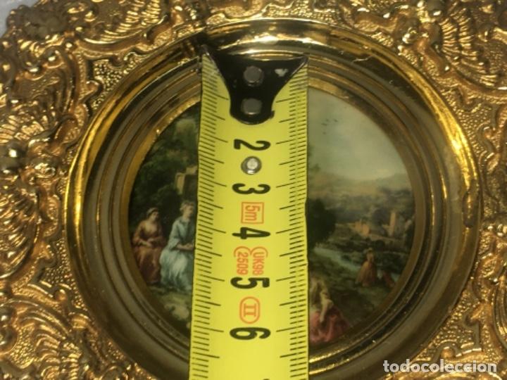 Antigüedades: Marco realizado en bronce, escena romántica Todas las medidas fotografiadas - Foto 7 - 180348313