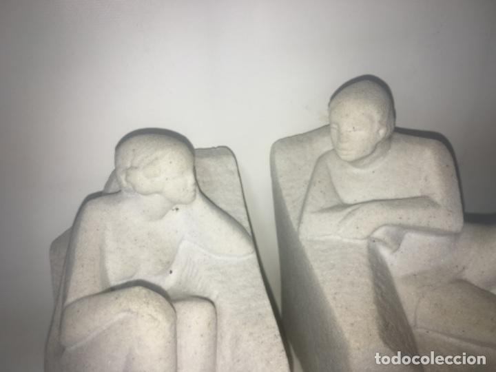 Antigüedades: Pareja figuras reposa libros. Todas las medidas fotografiadas - Foto 4 - 180348973