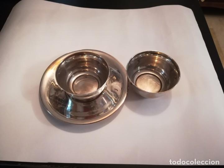 Antigüedades: Juego de dos tazones de desayuno con un solo plato, en metal plateado - Foto 2 - 180387638