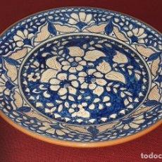 Antigüedades: PLATO DE TERRACOTA ESMALTADO FINALES SIGLO XX. Lote 180387852