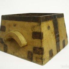 Antigüedades: MEDIDA DE MADERA Y REMACHE DE METAL. PREFECTO ESTADO. SIN CARCOMA.. Lote 180390183