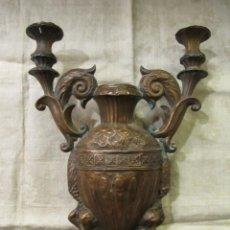 Antigüedades: CANDELABRO DE COBRE DE PRINCIPIOS DEL SIGLO XIX. Lote 180408840
