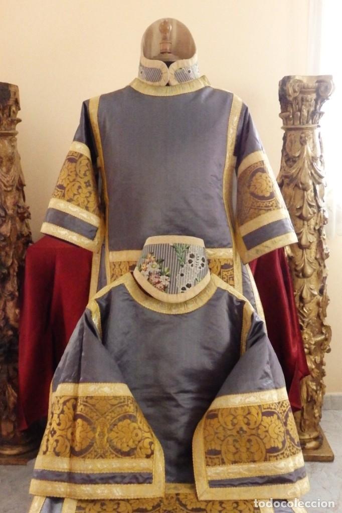 Antigüedades: Pareja de dalmáticas confeccionadas en seda brocada con motivos barrocos. Siglo XIX. - Foto 2 - 180425062