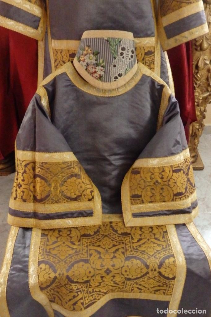Antigüedades: Pareja de dalmáticas confeccionadas en seda brocada con motivos barrocos. Siglo XIX. - Foto 3 - 180425062