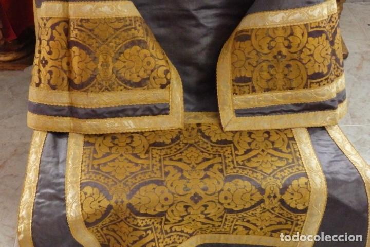 Antigüedades: Pareja de dalmáticas confeccionadas en seda brocada con motivos barrocos. Siglo XIX. - Foto 4 - 180425062