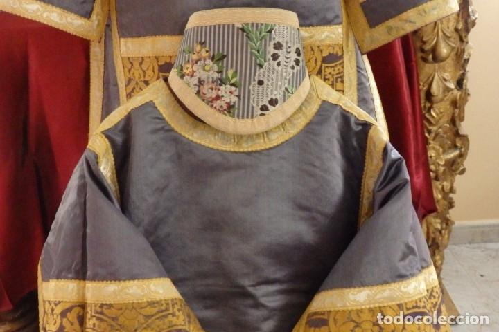 Antigüedades: Pareja de dalmáticas confeccionadas en seda brocada con motivos barrocos. Siglo XIX. - Foto 5 - 180425062
