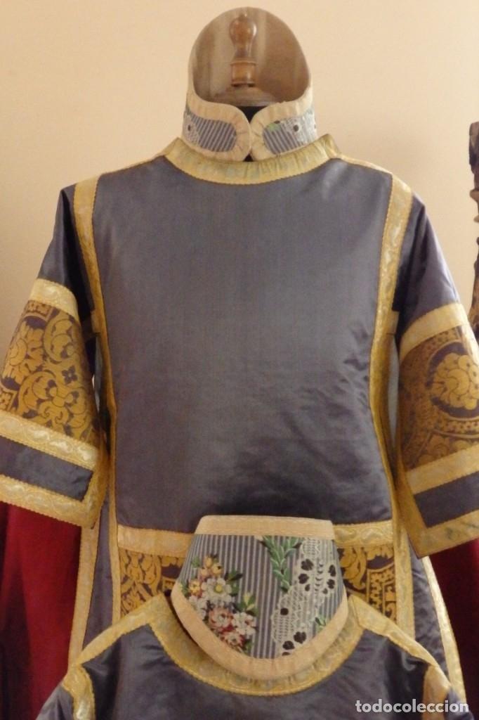 Antigüedades: Pareja de dalmáticas confeccionadas en seda brocada con motivos barrocos. Siglo XIX. - Foto 6 - 180425062