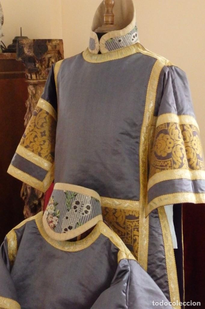 Antigüedades: Pareja de dalmáticas confeccionadas en seda brocada con motivos barrocos. Siglo XIX. - Foto 7 - 180425062