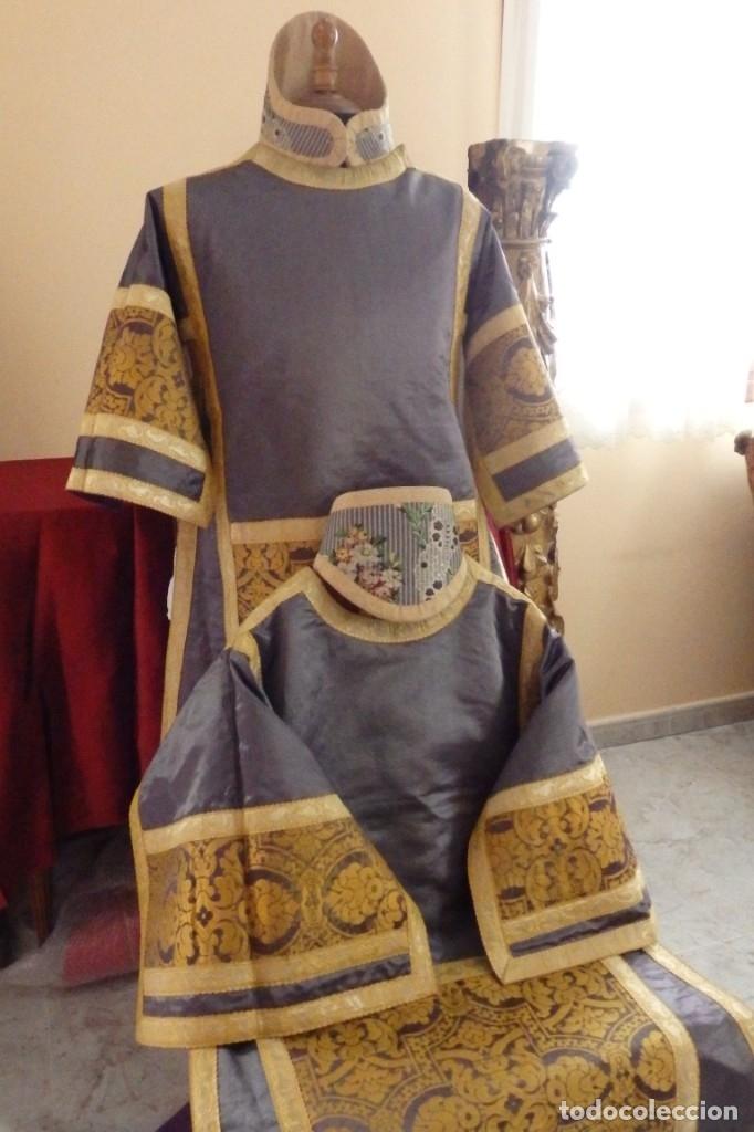 Antigüedades: Pareja de dalmáticas confeccionadas en seda brocada con motivos barrocos. Siglo XIX. - Foto 8 - 180425062