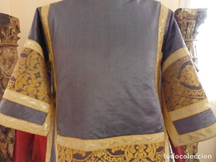 Antigüedades: Pareja de dalmáticas confeccionadas en seda brocada con motivos barrocos. Siglo XIX. - Foto 12 - 180425062