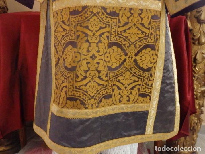 Antigüedades: Pareja de dalmáticas confeccionadas en seda brocada con motivos barrocos. Siglo XIX. - Foto 13 - 180425062