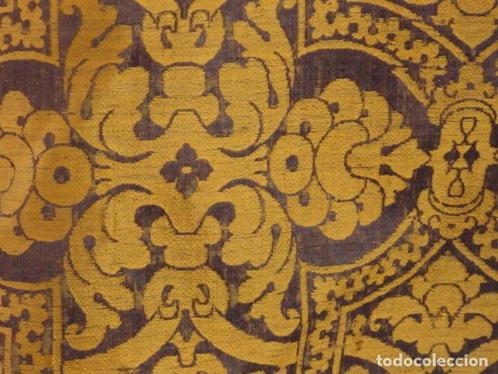 Antigüedades: Pareja de dalmáticas confeccionadas en seda brocada con motivos barrocos. Siglo XIX. - Foto 15 - 180425062