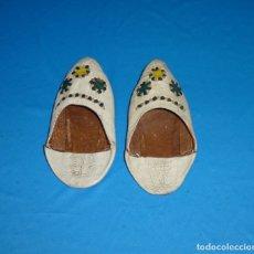 Antigüedades: ANTIGUAS BABUCHAS INFANTILES. . Lote 180430858