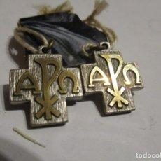 Antigüedades: DOS MEDALLAS CRUZ CON ANAGRAMA . Lote 180437172