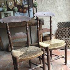 Antigüedades: PAREJA DE SILLAS ANTIGUAS RÚSTICAS DE ENEA Y MADERA TORNEADA. Lote 180442567