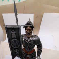 Antigüedades: FIGURA CABALLERO CON ARMADURA ACERO TOLEDANA GRANDE. Lote 180444956