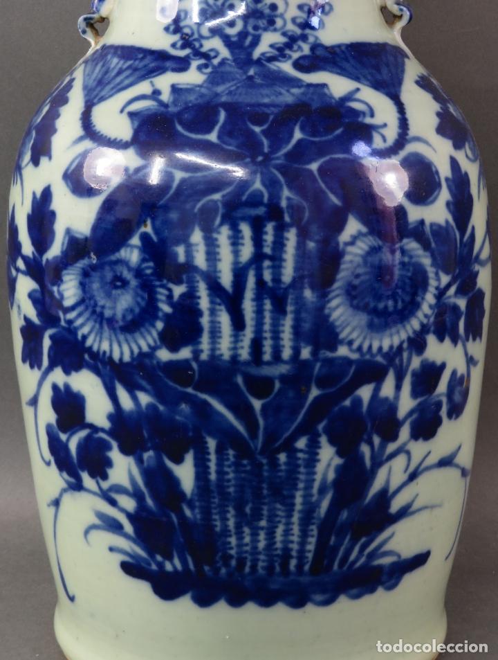 Antigüedades: Jarrón en porcelana China blanco y azul hacia 1900 - Foto 2 - 221122542
