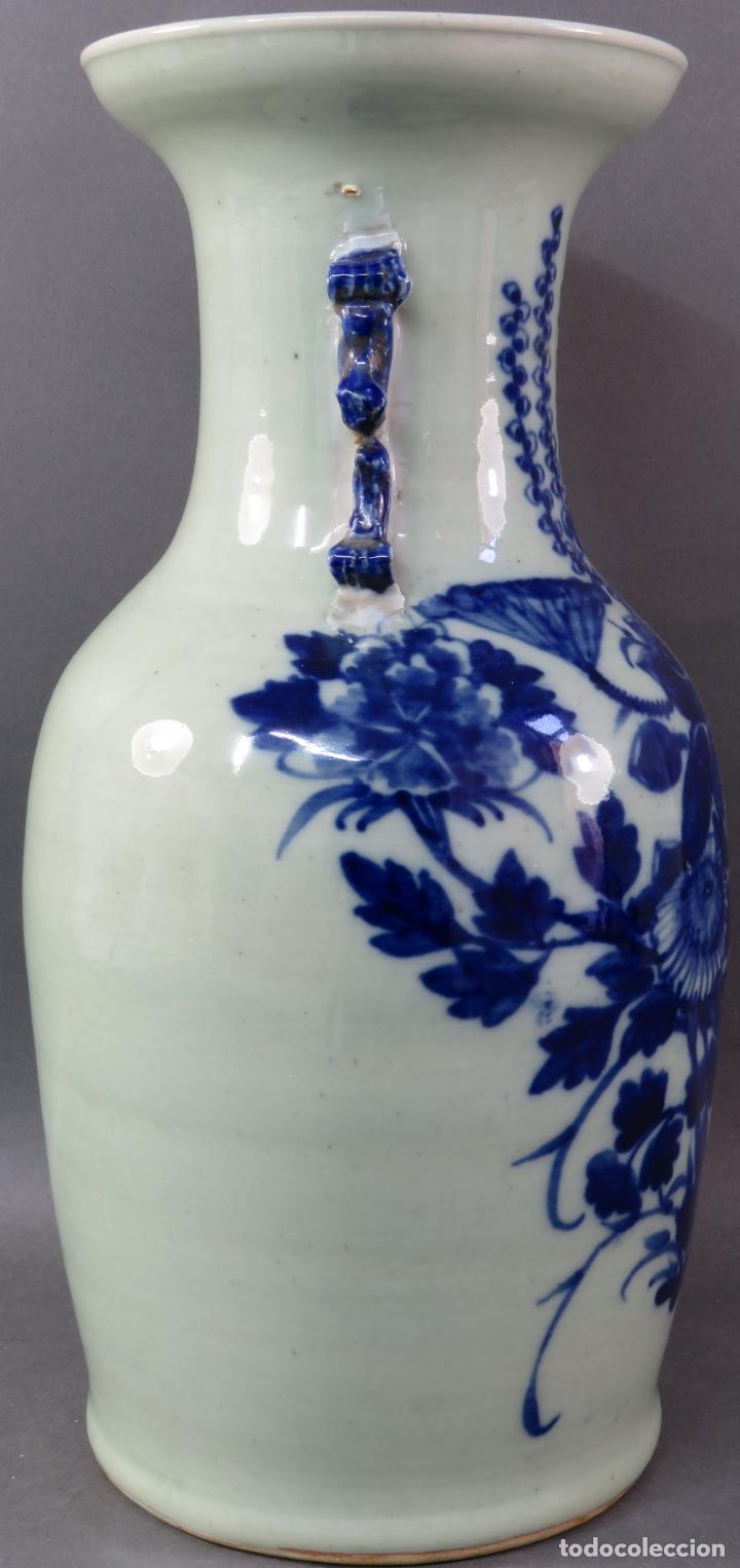 Antigüedades: Jarrón en porcelana China blanco y azul hacia 1900 - Foto 3 - 221122542