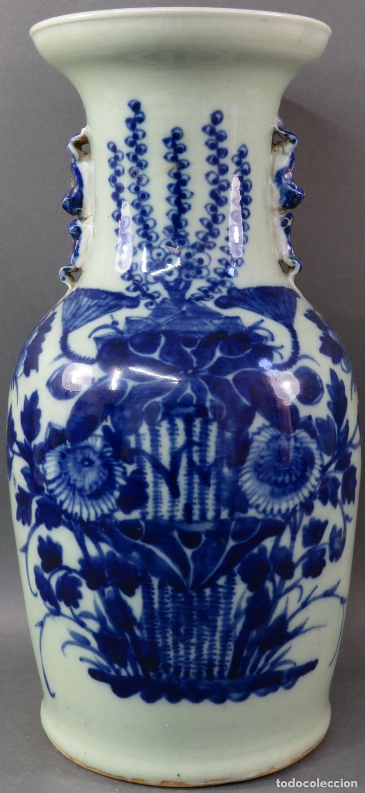 JARRÓN EN PORCELANA CHINA BLANCO Y AZUL HACIA 1900 (Antigüedades - Porcelanas y Cerámicas - China)