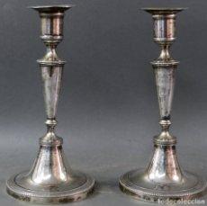 Antigüedades: PAREJA DE CANDELEROS EN PLATA CON PUNZONES DE APOLINAR MAISON VITORIA FINALES DEL SIGLO XVIII. Lote 180462852