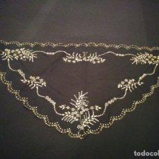 Antigüedades: MANTELETA PAÑUELO TUL BORDADO ORO. Lote 180464315