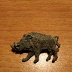 Antigüedades: PIN JAVALI ANTIGUO EN BRONCE. Lote 180501973