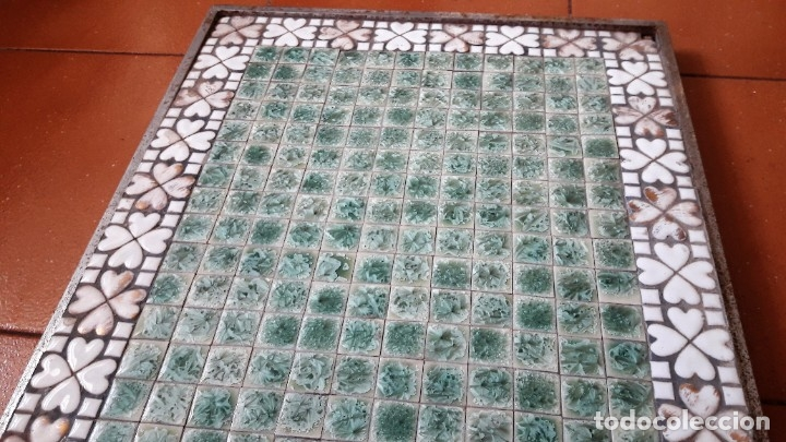 Antigüedades: TABLERO DE TESELAS DE CUARCITA Y MÁRMOL VERDE DE UNA ANTIGUA MESA BAJA. - Foto 3 - 180510621