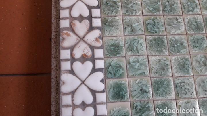 Antigüedades: TABLERO DE TESELAS DE CUARCITA Y MÁRMOL VERDE DE UNA ANTIGUA MESA BAJA. - Foto 10 - 180510621