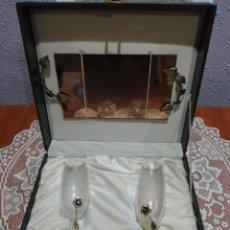 Antigüedades: SET ( BANDEJA Y COPAS EN PLATA DE LEY Y CRISTAL DE BOHEMIA TALLADO, PLATA PUNZONADA ).. Lote 180510768