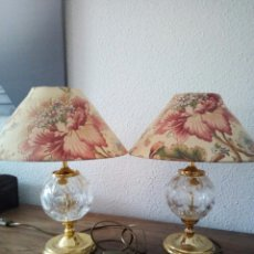 Antigüedades: LOTE 2 BONITAS LAMPARAS PARA MESITA DE NOCHE - CRISTAL ALEMAN. Lote 180852216