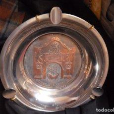 Antigüedades: CENICERO NUEVO, AÑOS 70 ,ARSENAL DE LA CARRACA 18,CMS , SUJECCION TRASERA A PARED. Lote 180867855