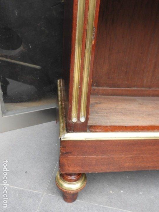 Antigüedades: VITRINA LUIS XVI DE CAOBA CON ADORNOS DE BRONCE - Foto 7 - 180882096