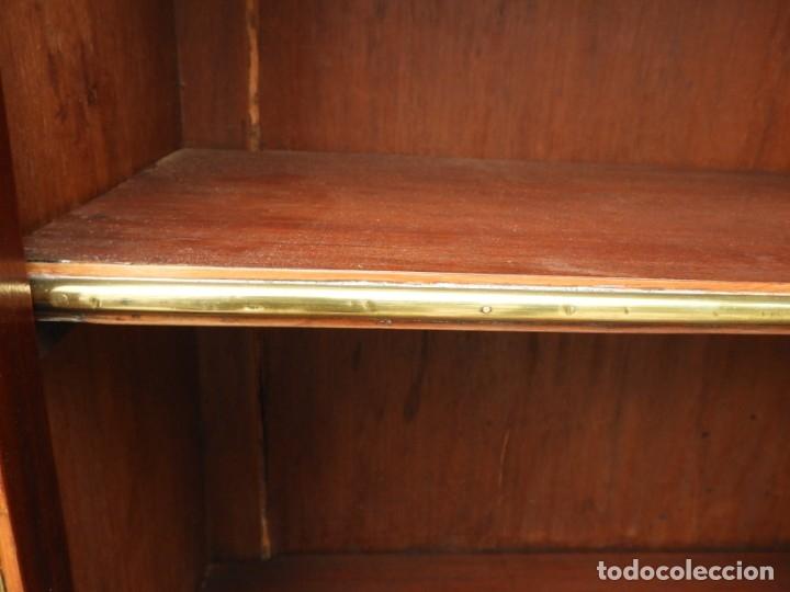 Antigüedades: VITRINA LUIS XVI DE CAOBA CON ADORNOS DE BRONCE - Foto 8 - 180882096