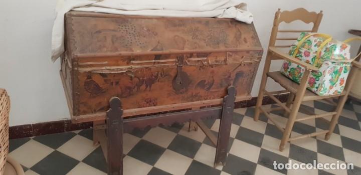 Antigüedades: ANTIGUO BAÚL CON SOPORTE DE MADERA. - Foto 6 - 163972030