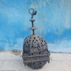 Antigüedades: ANTIGUO FAROL DE TECHO ESTILO GRANADINO O MARROQUI METAL CALADO. Lote 180894236