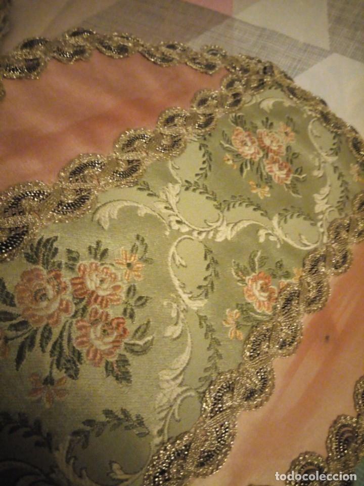 Antigüedades: Lote de 2 tapetes redondo y ovalado hechos de tejidos y puntilla metálica dorada. - Foto 4 - 180896505
