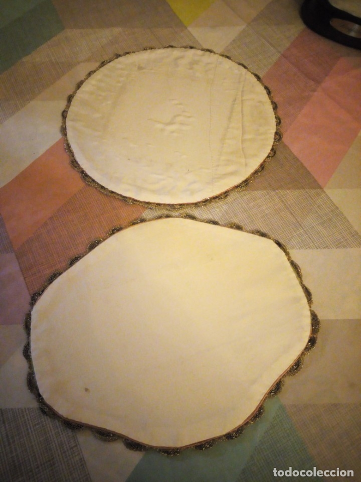 Antigüedades: Lote de 2 tapetes redondo y ovalado hechos de tejidos y puntilla metálica dorada. - Foto 6 - 180896505