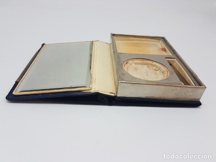 Antigüedades: PORTA MAQUILLAJE MONEDERO DE DAMA CON ESPEJO ( EN TELA ) AÑOS 30/40 - Foto 6 - 180936281